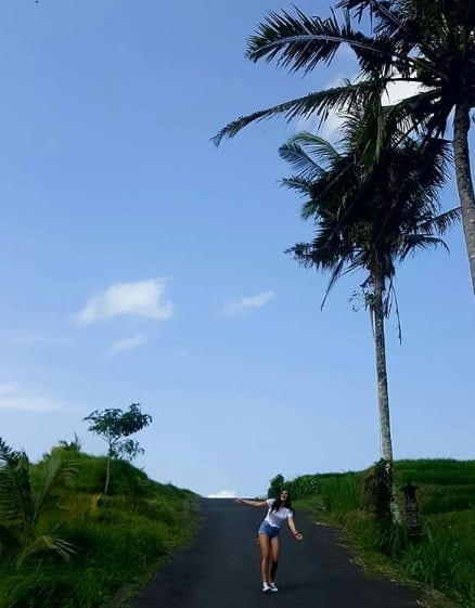 Girls Who Travel | Rianne stands in a road in Ubud