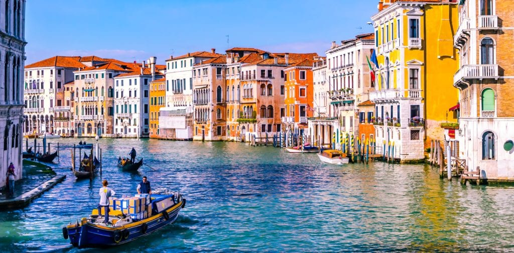 Girls Who Travel | How To Survive the Tourist Traps of Venice