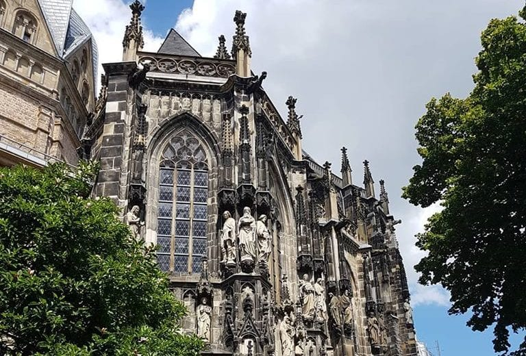 Girls Who Travel | Aachen Cathedral