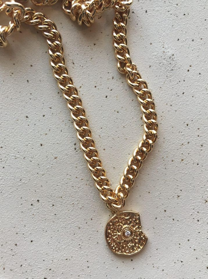 Girls Who Travel |  Coin necklace